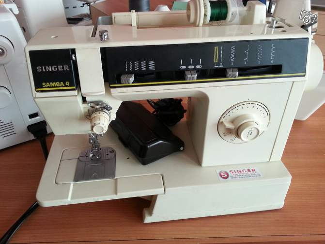 Manual singer 6212 samba 4 sewing machine.
